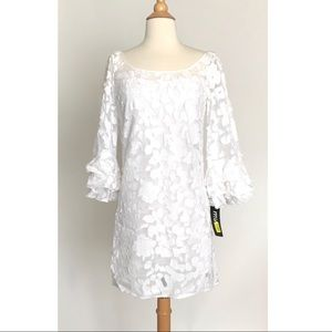 Muse Le Scala white Lace Bell Sleeve Dress NWT 4